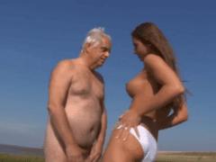Kozatečka a starší chlap