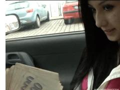 Rychlý prachy – dvacetiletá Monika