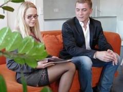 Prohlídka bytu v Praze skončí sexem