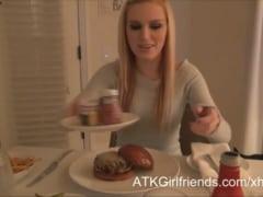 Američan si natočil běžný den se svou přítelkyní (HD)