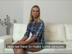 Porno casting – její první creampie (HD)