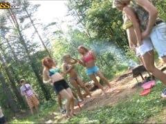 Ruská šukací párty v lese (HD)