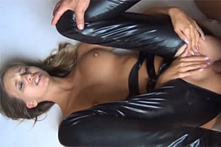 zenske strikani sex v latexu