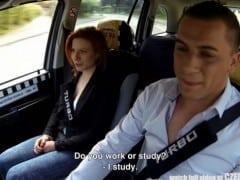 Česká studentka s krásnýma kozama sbalená taxikářem (HD)