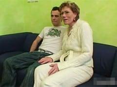 Babička přistihne vnuka při sledování porna