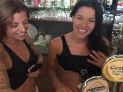 Dvě české barmanky ojedou za prachy desítky chlapů