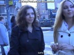 Dvě holky sbalí na ulici týpka, aby ho ojely (HD)
