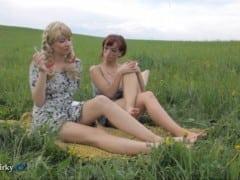 Kozodirky – české holky si to dělají na louce (HD)