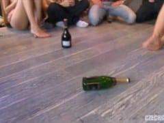 Jak se hraje správně flaška po česku (HD)