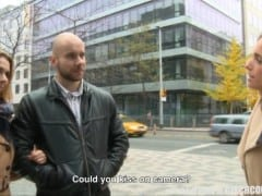 Český pár sbalí pár na ulici za prachy (HD)