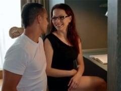 Vášnivé prcání s brýlatkou (HD)