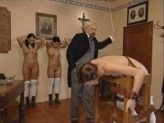 Humorné české porno – učitel trestá žačky