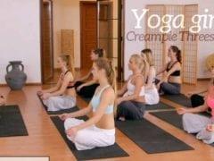 Instruktor jógy dává dodatečnou lekci (HD)