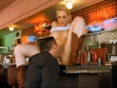 Šukačka v baru po zavíračce