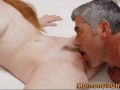 Mladá zrzka se starším mužem (HD)