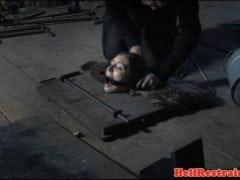 Bezmocná žena v mučírně (HD)