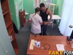 Doktorka vyřeší pacientův problém – bolest varlat