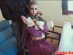 Muslimská dívka souloží za peníze