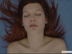 Záběr na českou holku, která má orgasmus