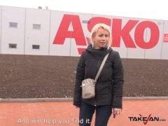 Hloupá česká blondyna ztratí auto