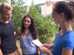 Mladý Pražský pár neodolá prachům