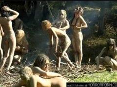 Divoké amazonky se sápou na svou oběť
