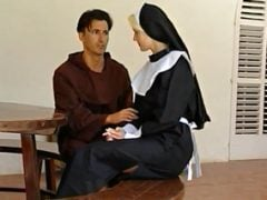 Kněz nezkrotil svou touhu a zprotivil se bohu