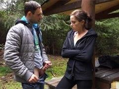 Ošukání české stopařky v lese