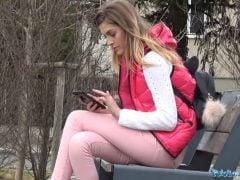 Rychlý prachy – ošukal zahraniční studentku pod mostem