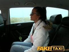 Fake Taxi – děvka jede na nákupy