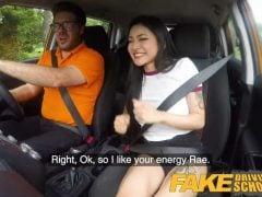 Japonská studentka poprvé v autoškole