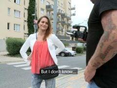 Překecají ženskou v Praze aby šla na casting