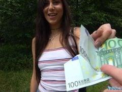 Ráda si vezme penízky za sex