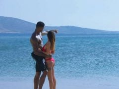 Černoch sbalil na pláži dokonalou holku z Ruska