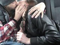 Podvede přítele s týpkem v autě