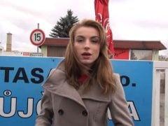 Kluci naberou hladovou holku u českého bistra