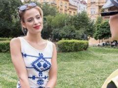 Převlečený v Praze za měšťáka ošuká turistku