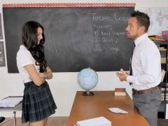 Problémová studentka zůstane po škole