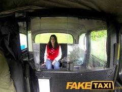 Chtěla z taxíku utéct bez placení a teď za to pyká