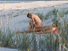 Voyeur natočil souložící pár na pláži