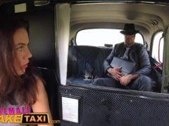 Česká taxikářka veze mafiána