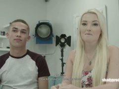 Česká holka přijde na casting s přítelem