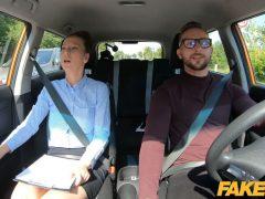 Česká instruktorka potřebuje uklidnit po šílené jízdě